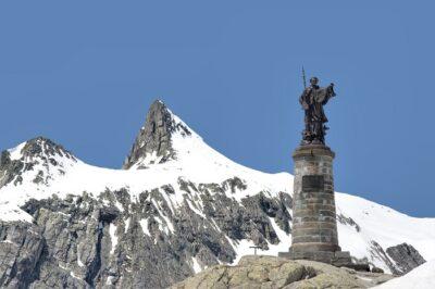 statua di San Bernardo al Colle