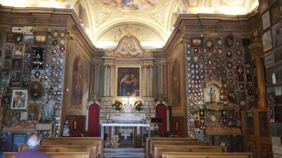 Interni Santuario Notre Dame de la Guerison